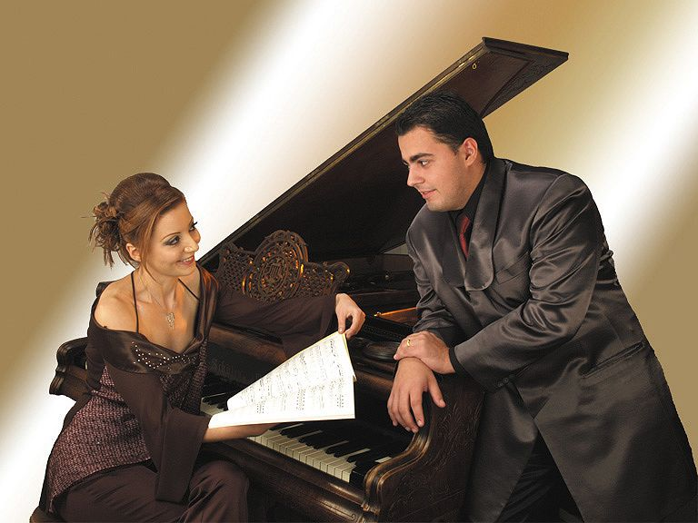 Pianists Gianeh and Ovanes Arakelyan.
