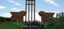 Armenia Summer Study Trip participants at the Sardarabad monument commemorating the famous battle of 1918.  Photo: Barlow Der Mugrdechian