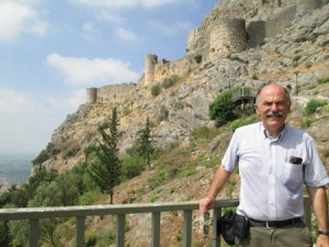 Prof. Der Mugrdechian at the fortress of Sis.
